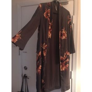 Free people 3/4 sleeve long floral kimono- size S